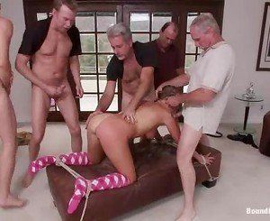 Slapper Lizzy London gets spit roasted by these dicks