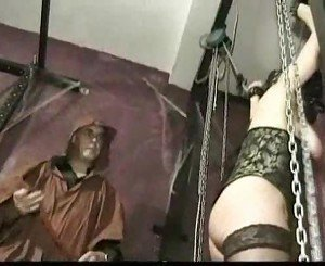 Master hits pussy of tied slave with a whip and spread her p
