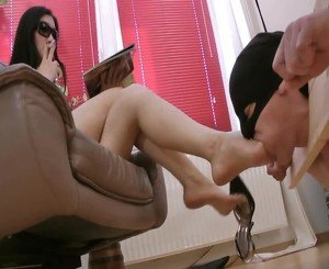 Totally Slave of Her Feet, Free Asian HD Porn ce: